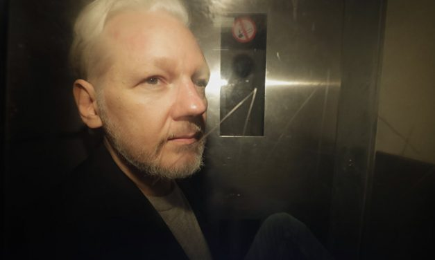 Julian Assange Writes a Warning Letter To The Public—What's Inside Will Send Chills Down Your Spine